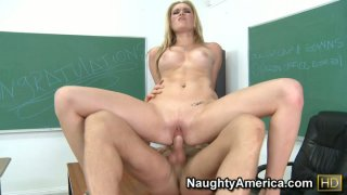 Slutty student Sindee Shay fucking her boyfrined in the class when nobody is around